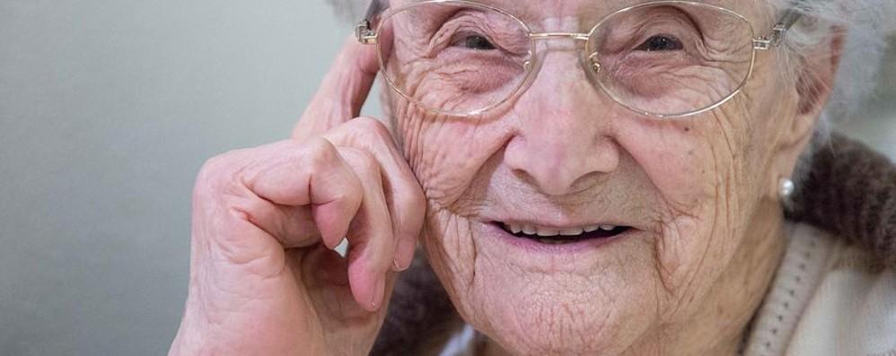 Angela, 108 anni, la decana di Bergamo «Il mio segreto? Sorridere alla vita»