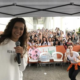 Fans da tutta Italia a «Le Due Torri» per la webstar Iris Ferrari