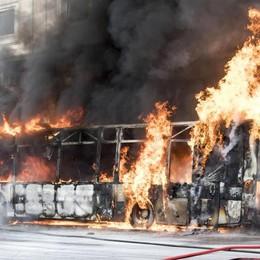 Bus in fiamme a Roma Specchio del degrado