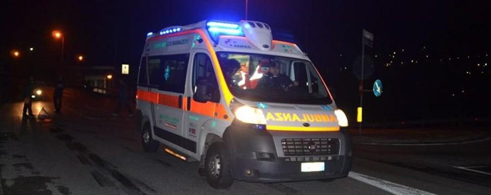 Incidente nella notte in autostrada Auto contro ostacolo, feriti 5 giovani
