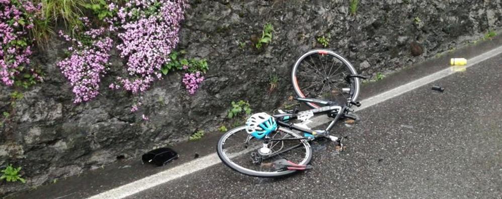 Strada bagnata, schianto in curva Grave  ciclista 17enne  a Parre