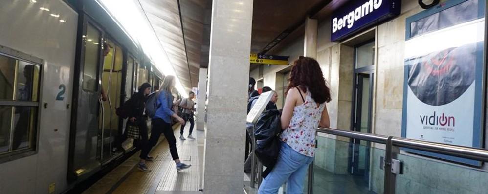 Chiudere le biglietterie nelle stazioni? La Lombardia stoppa Trenord