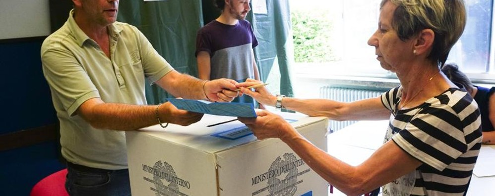 Le elezioni premiano il centrodestra Su L'Eco 7 pagine: interviste e commenti