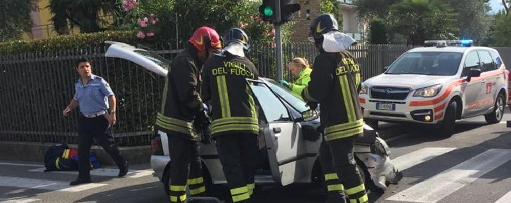 Pedrengo, disabile bloccato in auto Due squadre di vigili del fuoco in azione