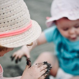 Dalle zanzare al mal di montagna I consigli dei pediatri per i bimbi in vacanza