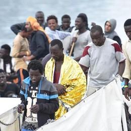 Migranti, e adesso un minuto di silenzio