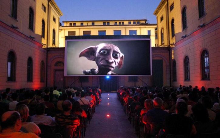 Torna il cinema estivo in città Proiezioni all'aperto a Esterno notte