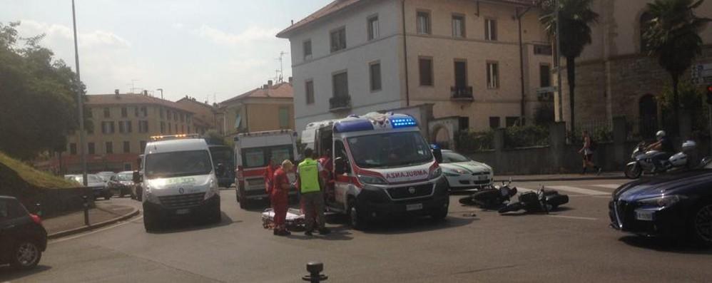 Bergamo, scontro in via San Giorgio- Foto Coinvolte due moto, tre feriti