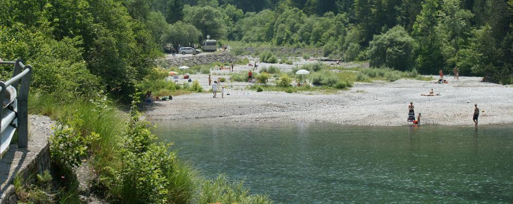 Il lago di Cassiglio, che meraviglia Le riprese di un drone subacqueo -Video