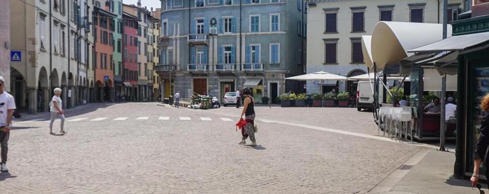 Vietato giocare a calcio in strada  Vigili sequestrano la palla ai bambini