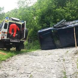 Sbaglia curva e si ribalta con la jeep Ardesio, paura per un 79enne - Foto