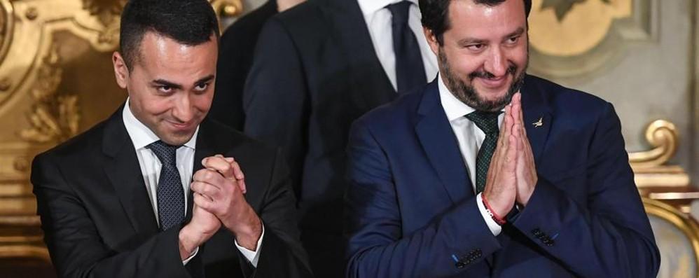 Grillini schiacciati dalla ruspa di Salvini