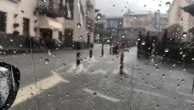 Pioggia torrenziale a Parre Le strade si allagano