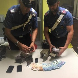 Arrestata coppia di spacciatori, lei è incinta Brembate, sequestrati 2,5 kg di hashish