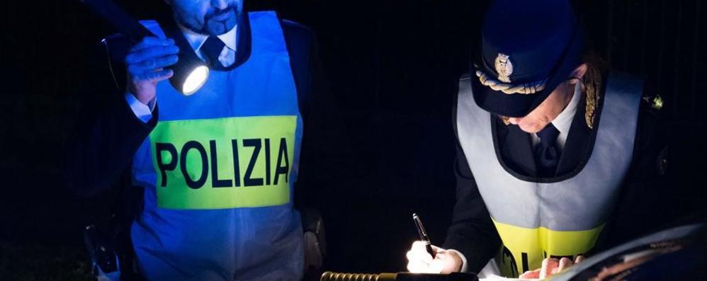 Clacson, poi fa «Ciao ciao» alla Polizia Era ubriaco: denuncia e via la patente