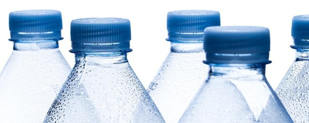 Costa, vietare bottiglie plastica in edifici pubblici