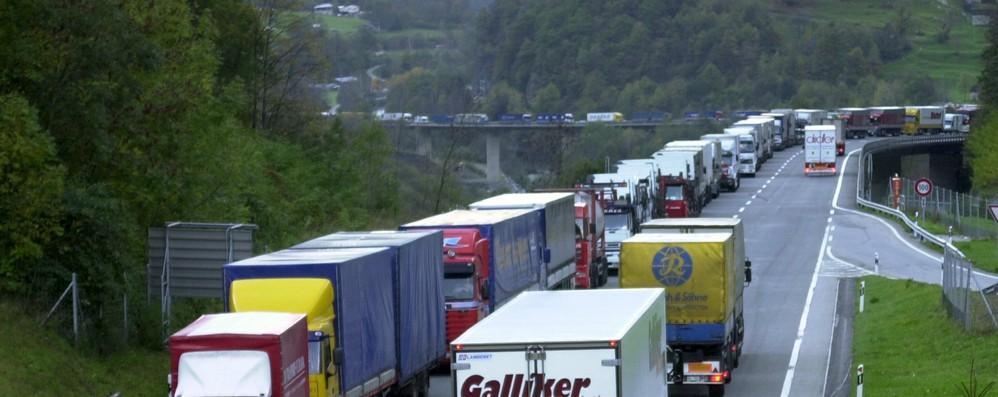 Clima: da Consiglio Ue ok a monitoraggio emissioni camion