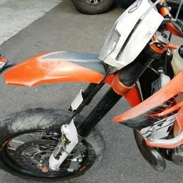 Auto contro moto ad Ardesio Ferito giovane centauro di 18 anni
