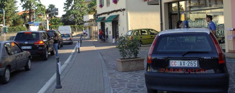 Auto non si ferma all'alt dei carabinieri Villongo, inseguimento da film nel centro