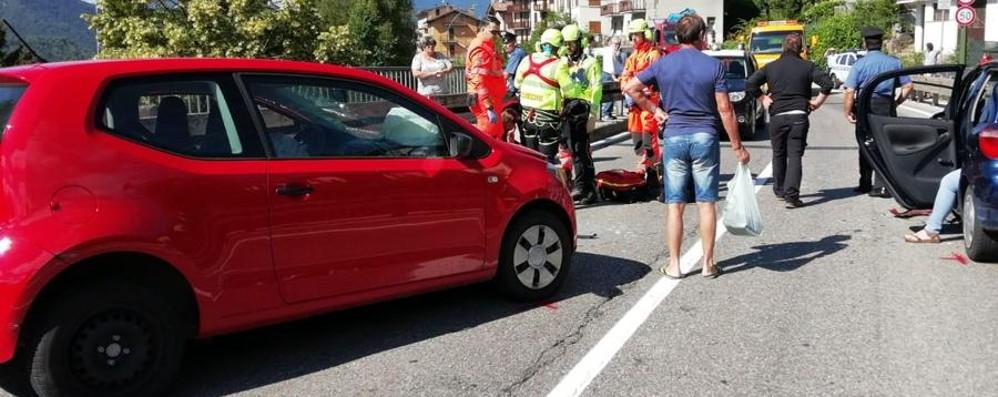 Castione, carambola tra due auto Due feriti, interviene l'elisoccorso