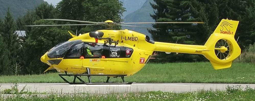 Motociclista cade in una zona impervia Spiazzi di Gromo, elisoccorso in azione