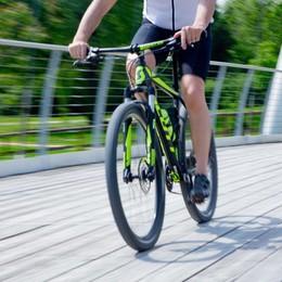 Riemerge dal vortice del gioco d'azzardo E in sella a una bicicletta riconquista la vita