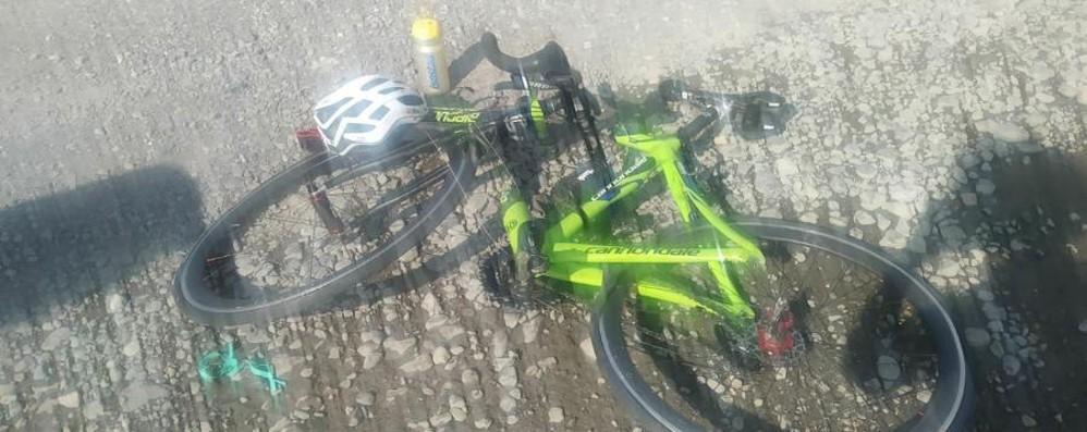 Ciclista investito a Carobbio degli Angeli Un 56enne trasportato al Papa Giovanni