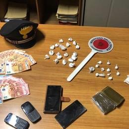 Droga venduta dalla finestra, due arresti A San Paolo d'Argon cocaina nel calzino