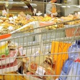 Colta da un malore prima del lavoro All'Auchan di Curno grave una  45enne