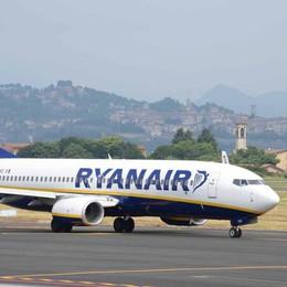 Volo in ritardo, maltempo non è un alibi Giudice condanna Ryanair a risarcire