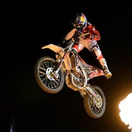 Adrenalina su due ruote a Clusone I campioni del freestyle al Motor Party