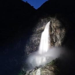 Cascate del Serio, si ripete la magia Spettacolare apertura in notturna