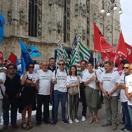 «Basta morire sui cantieri edili» Bergamaschi in presidio a Milano