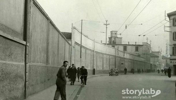 Foto di strada nella vecchia Bergamo Quelle fabbriche sparite in centro città
