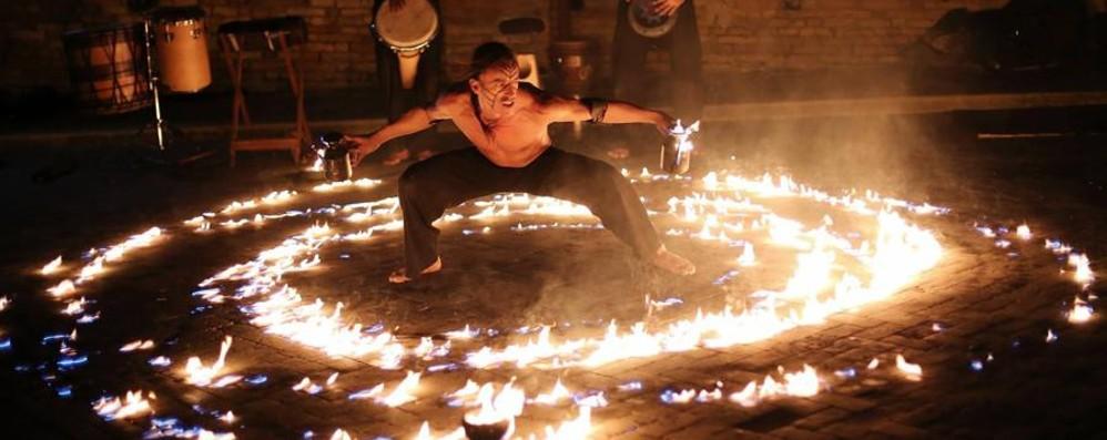 Torna il Sarnico Busker Festival L'arte di strada sul lago d'Iseo