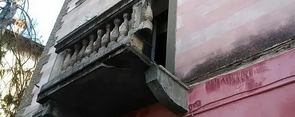 Crolla un balcone a Leffe Donna ferita, elisoccorso sul posto