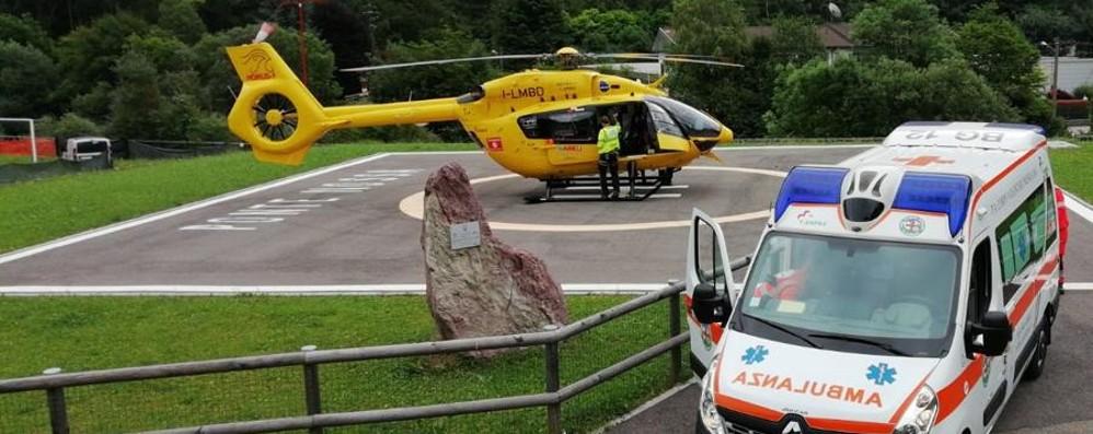 Ponte Nossa, infortunio sul lavoro Cadono in una presa d'acqua, due feriti