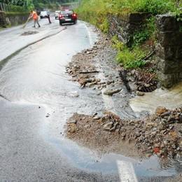 Grandine e detriti in strada a Clusone Maltempo  in Valle Imagna - Foto e video