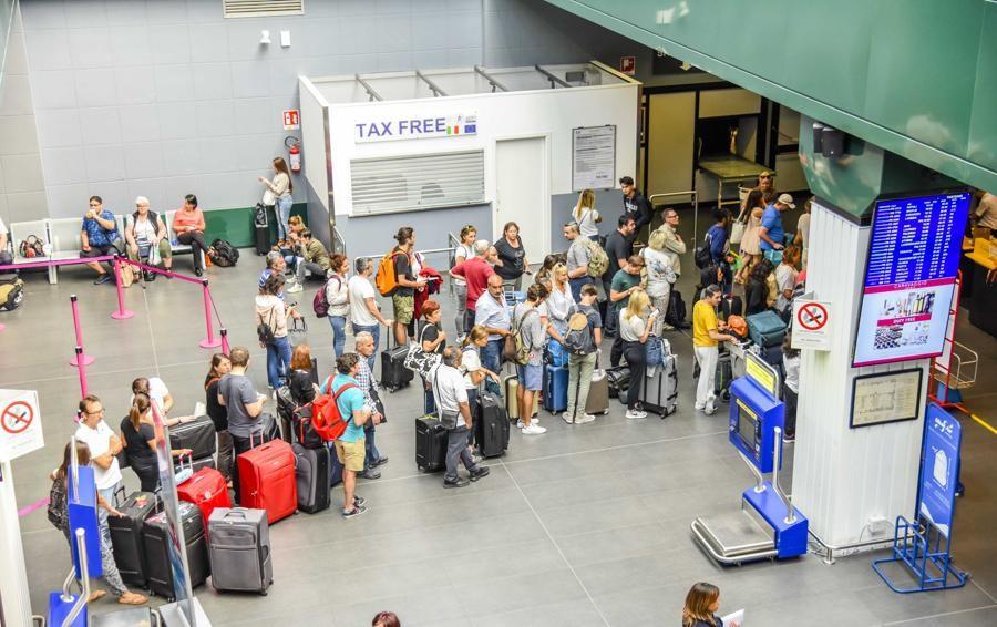 Nuovi ritardi nei voli da Orio al Serio Sette ore di attesa per volare in Grecia