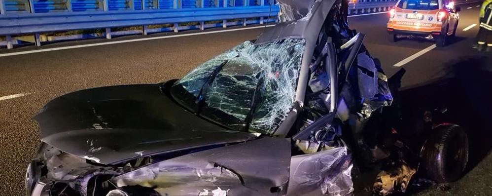Treviglio, giù dall'auto dopo lo schianto Camion la travolge: salvi due ragazzi
