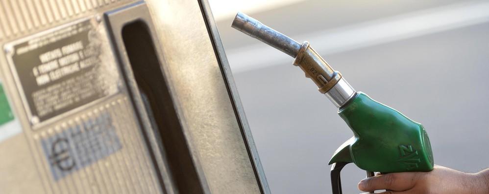 Fisco: Ue a Italia, eliminate tassa regionale su benzina