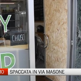 Happy Salad, spaccata in via Masone