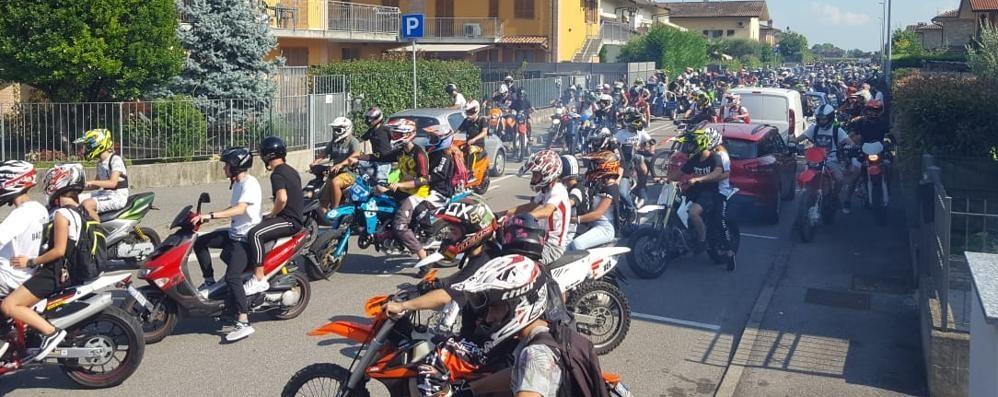 Il rombo di centinaia di moto per Matteo L'ultimo saluto al 19enne - Video