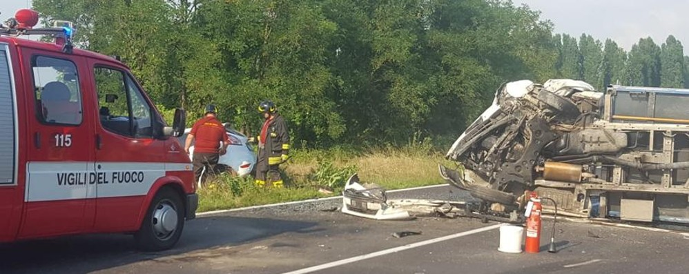 Auto contro camion a Misano  Muore 41enne di Morengo - Foto