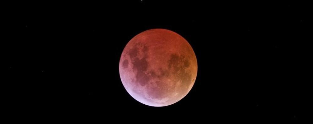 Venerdì l'eclissi più lunga del secolo Ecco come immortalarla in uno scatto