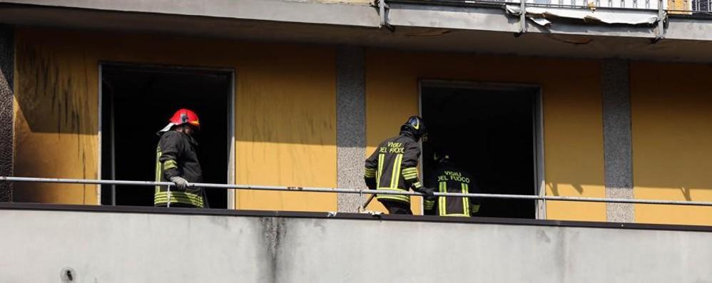 Zingonia, nuovo incendio ai palazzi Anna Vigili del fuoco in azione contro le fiamme