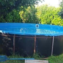 Senza vita nella piscina di casa Prezzate, muore una mamma