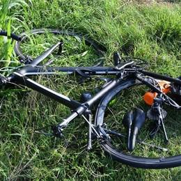 Covo, travolge ciclista e fugge in furgone Grave 35enne: scattano le ricerche