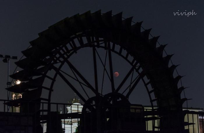 1add429cd4 A tingere di rosso la Luna è invece la sua posizione rispetto alla Terra:  quest'ultima si trova tra il Sole e la Luna e proietta sul satellite un  cono ...