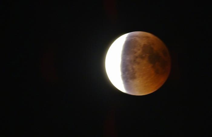 1122c24615 Lo spettacolo della storica eclissi Guarda le foto della luna rossa ...